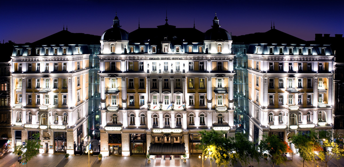 quat rosenberg trong hotel corinthia