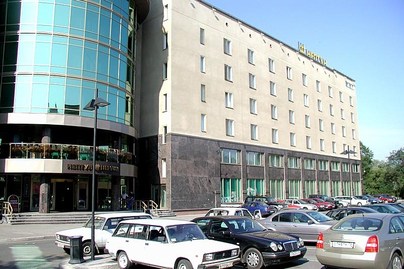 quat rosenberg trong neptun hotel