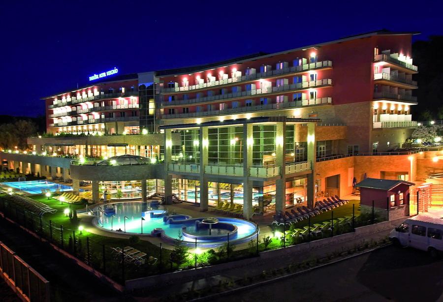 quat rosenberg trong thermal hotel
